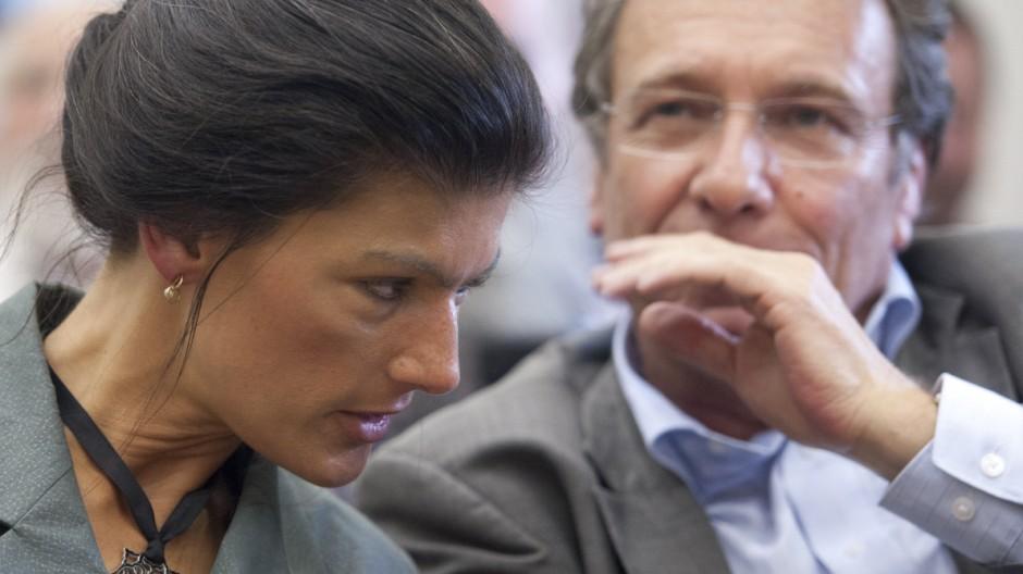Linke-Vorsitzender Klaus Ernst hat sich für Sahra Wagenknecht als seine Nachfolgerin stark gemacht.