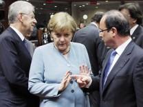 Italien Mario Monti, Kanzlerin Angela Merkel and Frankreichs Staatschef Francois Hollande