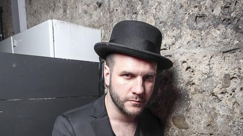Clubs Club-Betreiber und DJ-Vermittler Row Weber