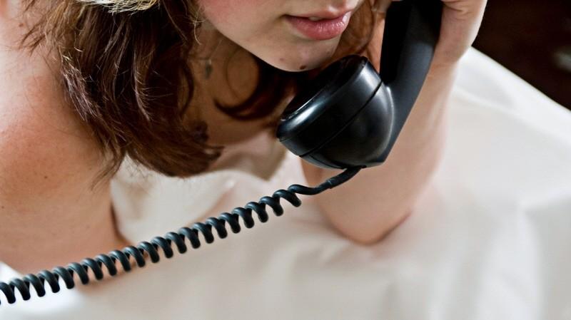 Frau telefoniert