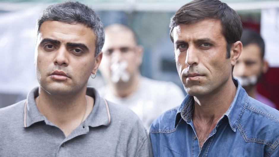 Iraner im Hungerstreik lassen sich Mund zunaehen