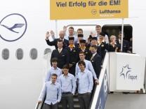 Abflug deutsche Fussball-Nationalmannschaft