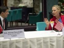 Ahmet Davutoglu und Hillary Clinton