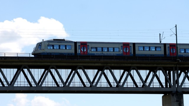 BOB Zug auf der Großhesseloher Brücke, 2011