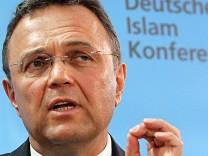 Bundesinnenminister Hans-Peter Friedrich Islamkonferenz Salafisten