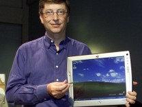 Bill Gates mit drahtlosem Monitor