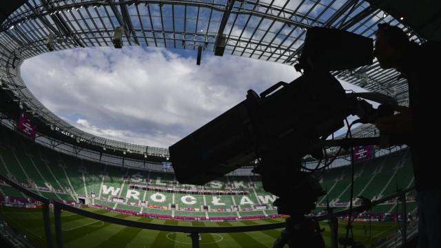 Kamera filmt Fußball-EM für Live-Übertragung der Uefa