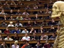 Karlsruhe ruegt zu geringe Bezahlung von Professoren