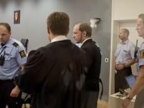 Oslo: Massenmörder Anders Behring Breivik hinter Panzerglas