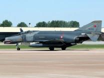 Türkisches Kampfflugzeug vom Typ F4-Phantom von Syrien abgeschossen.