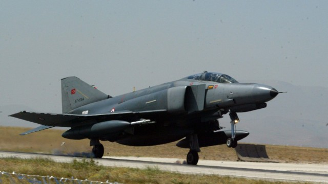 Turkey and Syria searching for pilots from downed Turkish militar
