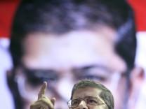 Ein Islamist wird neuer Präsident Ägyptens: Der Kandidat der Muslimbruderschaft, Mohammed Mursi, hat sich in der Stichwahl mit denkbar knappem Ergebnis durchgesetzt.