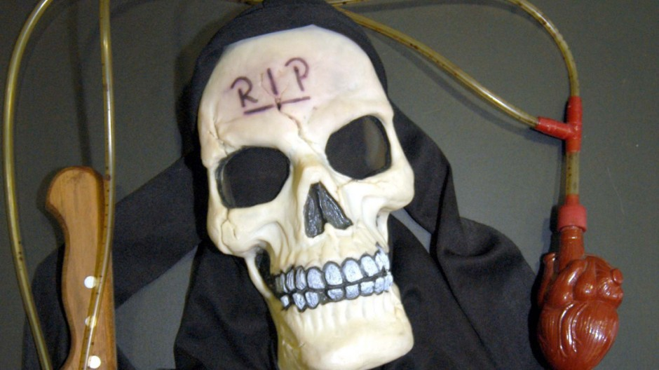 Verkleidung und Tatwaffe des mutmaßlichen Mörders der zwölfjährigen Vanessa Gilg, 2003