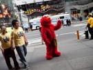 Rassismusvorwürfe gegen Sesamtsraßen-Imitator: Elmo vom Times Square verbannt