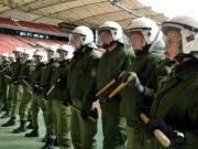 Polizei Fußball dpa