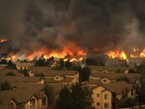 Wohnsiedlung in Colorado Springs in Flammen