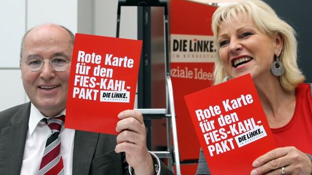 Der Fraktionsvorsitzende der Linken im Bundestag, Gregor Gysi (l.), und die Parlamentarische Geschäftsführerin der Linksfraktion, Dagmar Enkelmann.