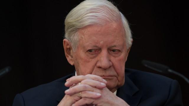 Alt-Kanzler Schmidt erhaelt den Eric-M.-Warbung Preis 2012