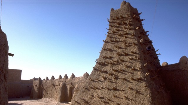 Reports: Islamist damaged historic shrines in Timbuktu