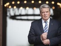 Caption-Korrektur: Bundespraesident Gauck empfaengt Praesidenten von Estland
