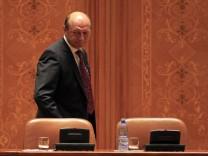 Rumäniens Präsident Basescu im Parlament von Bukarest