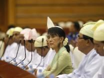 Aung San Suu Kyi im Parlament