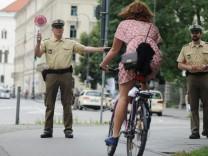 Polizei kontrolliert Fahrradfahrer in München