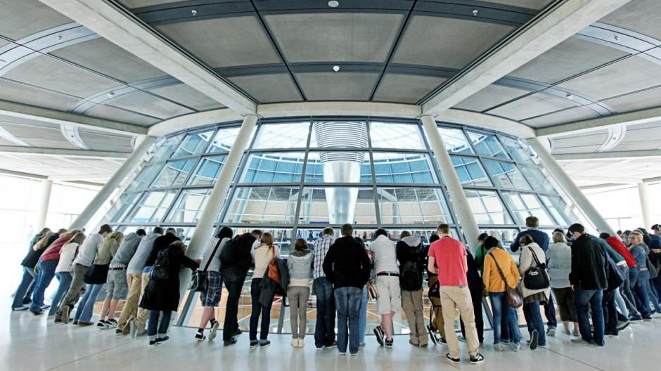 Besuchergruppe in der Fraktionsebene des Bundestages
