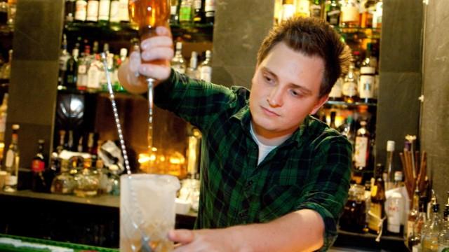 Barkeeper Lukas Motejzik, Zephyr Bar, Baaderstr. 68