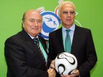 Blatter deutet Unregelmaessigkeiten bei WM-Vergabe 2006 an