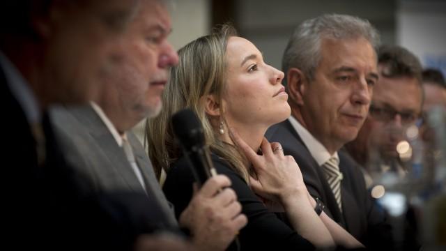 Familienministerin Kristina Schröder steht wegen umstrittener Entscheidungen unter Druck