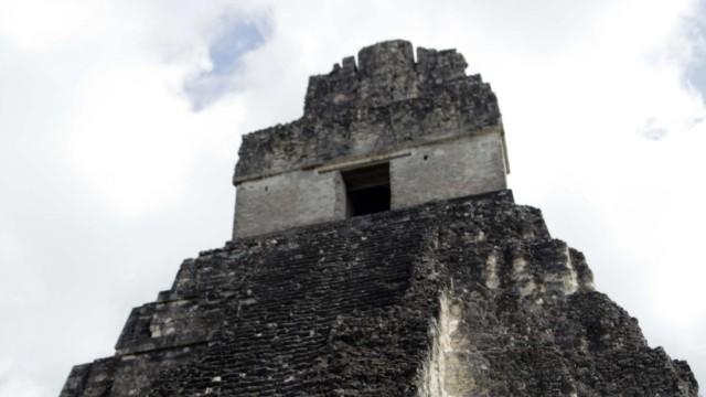 Die Ruinen von Tikal - hier als Schauplatz eines Treffens von Guatemalas Präsidenten Alvaro Colom und Chiles Präsidentin Michelle Bachelet 2010.