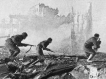 Russische Soldaten beim Angriff in Stalingrad, 1942 | Russian soldiers during the attack in Stalingrad, 1942