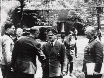 """Hitler und Stauffenberg in der """"Wolfsschanze"""", 1944"""