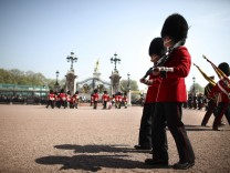 London Städtereise Spartipps Städtereisetipps Buckingham Palace WachwechselGuard ceremony at Buckingham Palace in London