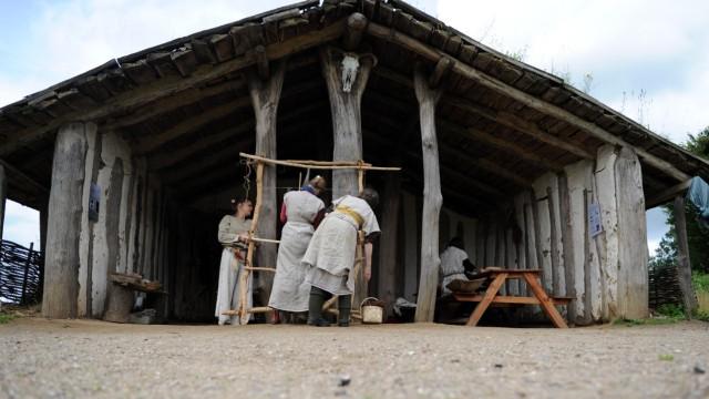 Hamburger Studenten erleben die Steinzeit