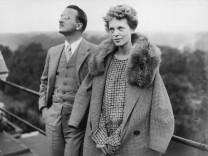 Amelia Earhart mit Kapitän Railey