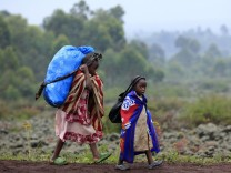 Children flee renewed fighting between Congolese army and M23 rebels near the eastern Congolese city of Goma