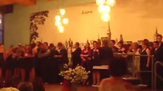 "Schüler performen das Lied ""Verlorene Träume"" der NAzi-Band Sleipnir"