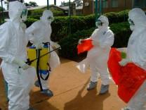 WHO-Mitarbeiter versuchen, den Ebola-Ausbruch in Uganda einzudämmen. 14 Menschen sind bereits gestorben.