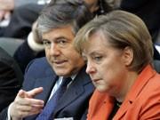 Deutsche-Bank-Chef Josef Ackermann (links) und Bundeskanzlerin Angela Merkel, Foto: AP
