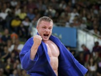 Germany's Dimitri Peters celebrates after defeating Uzbekistan's Ramziddin Sayidov in their men's -100kg bronze medaljudo match at London 2012 Olympic Games