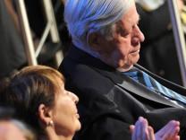 Helmut Schmidt mit neuer Lebensgefährtin Ruth Loah (Archiv vom März 2011): Kraft zweier Herzen