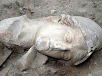 Statue von Hera und Athena auf Kreta, ausgegraben 2005