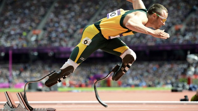 South Africa's Oscar Pistorius starts his men's 400m round 1 heats at the London 2012 Olympic Games at the Olympic Stadium