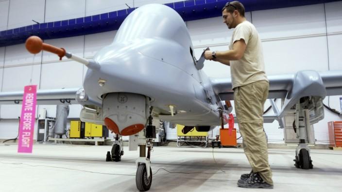 Deutsche Soldaten in Afghanistan Drohne Heron 1
