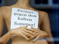 Protest gegen den kalten Sommer