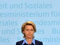Bundesarbeitsministerin von der Leyen aeussert sich zu Arbeitsmarktzahlen