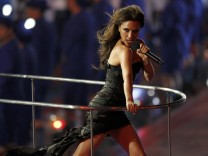 Victoria Beckham performs with The Spice Girls during the closing ceremony of the London 2012 Olympic Games