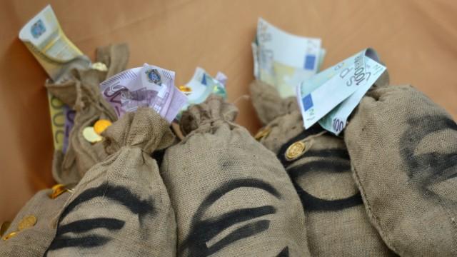 Buendnis 'umFAIRteilen': Reiche sollen Staatshaushalt sanieren